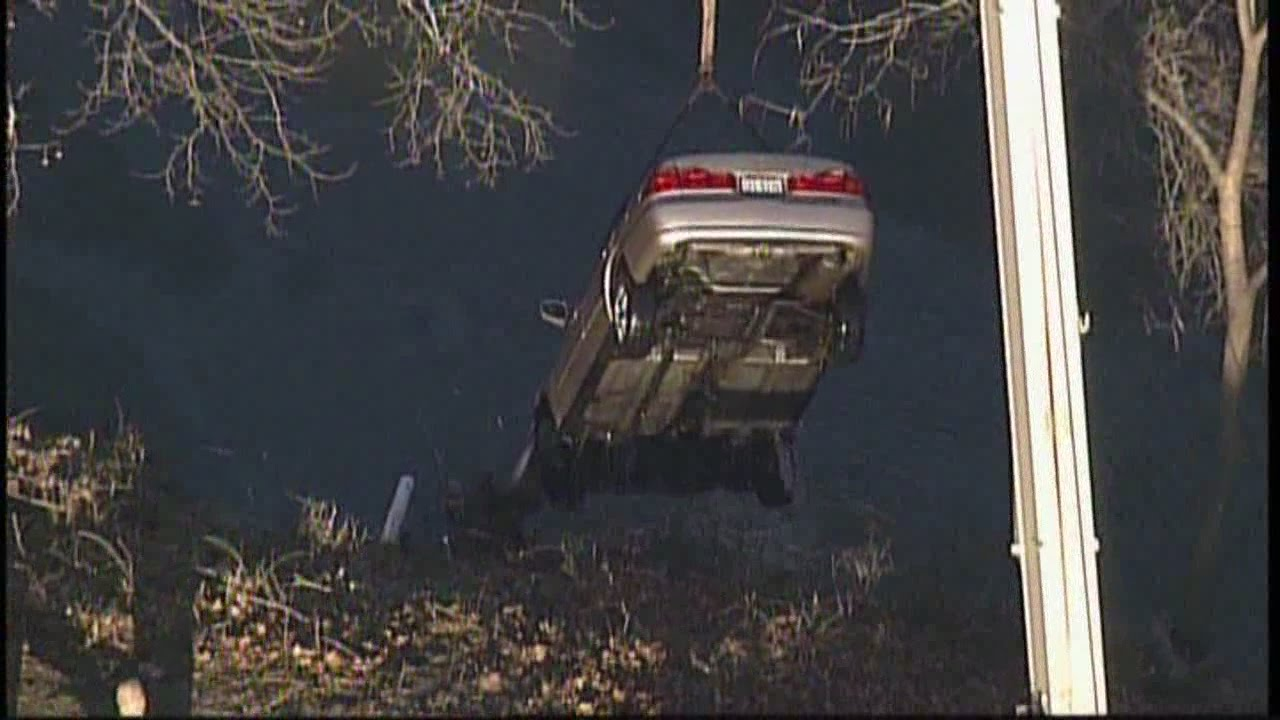 Police searching for man missing after driving car into Cuyahoga River in Akron